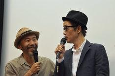左から塚本晋也、リリー・フランキー。ヴェネツィア国際映画祭や沖縄ロケの思い出を楽しそうに話す2人。