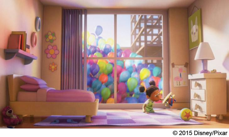 「カールじいさんの空飛ぶ家」のワンシーン。画面左下に「トイ・ストーリー3」のキャラクター、ロッツォの姿が。(c)2015 Disney/Pixar