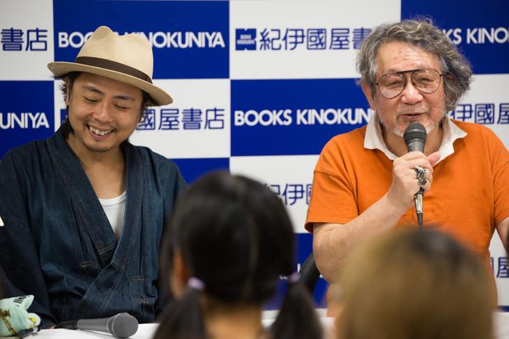 「漫画家、映画を語る。─9人の鬼才が明かす創作の秘密」トークイベントの様子。左から浅田弘幸、大林宣彦。