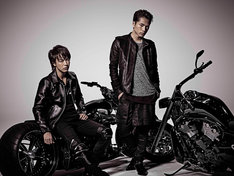 「HiGH&LOW」雨宮兄弟を演じるEXILE TAKAHIRO(左)、登坂広臣(右)。(c)HiGH&LOW製作委員会