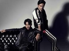 "「HiGH&LOW」チーム""ムゲン""のメンバーを演じるAKIRA(左)、青柳翔(右)。(c)HiGH&LOW製作委員会"