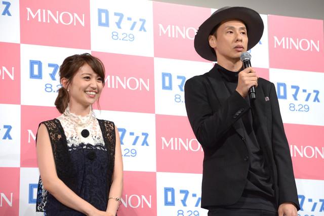 絶妙なやり取りで会場を沸かせる大島優子と大倉孝二。