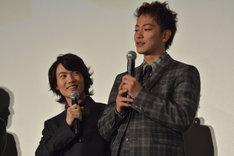 「健くんと徒競走で勝負したい!」と熱く語る神木隆之介(左)と、「機会があったらね」と返す佐藤健(右)。
