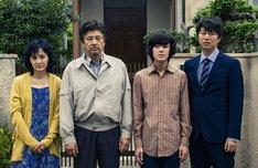 「葛城事件」より左から南果歩、三浦友和、若葉竜也、新井浩文。(c)2016「葛城事件」製作委員会