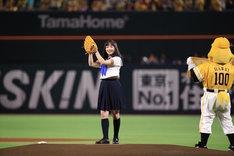 「福岡ソフトバンクホークス対千葉ロッテマリーンズ」の始球式に登場した橋本環奈。
