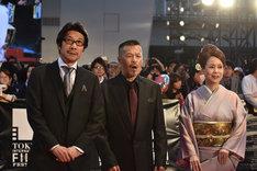 「ジョーのあした」の阪本順治(左)と辰吉丈一郎(中央)。