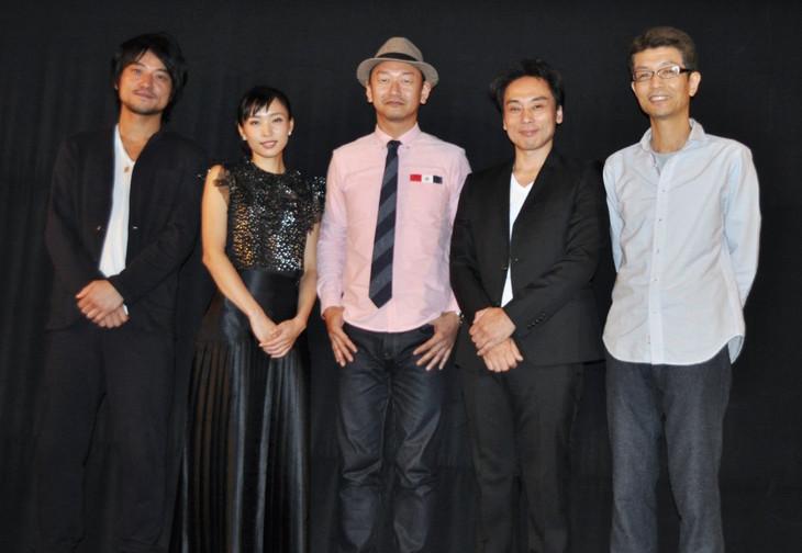 「忍者狩り」初日舞台挨拶の様子。左から三元雅芸、黒川芽以、島津健太郎、辻本一樹、千葉誠司。