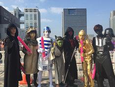 「スター・ウォーズ」のキャラクターに扮した超特急。左からカイ、コーイチ、タカシ、タクヤ、ユーキ、ユースケ、リョウガ。(写真提供:SDR)