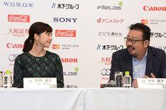 制作時の思いを語る中村義洋(右)と、それをうなずきながら聞く竹内結子(左)。