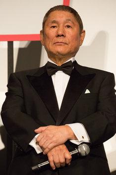 2015年11月、「劇場版 MOZU」の舞台挨拶に出席した北野武。
