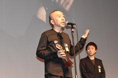 特別賞を受賞した「野火」監督の塚本晋也。
