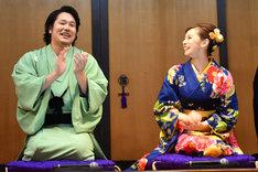 大喜利コーナーにて、無事回答できて安堵の表情を見せる北川景子(右)。