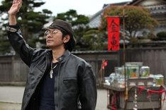 「蜜のあわれ」より、金魚売りの辰夫役を演じる永瀬正敏。(c)2015『蜜のあわれ』製作委員会