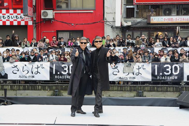 「さらば あぶない刑事」公開直前プレミアイベント in 大阪の様子。左から舘ひろし、柴田恭兵。
