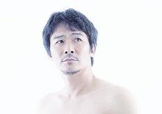 連続ドラマW「東野圭吾 カッコウの卵は誰のもの」より、伊原剛志。