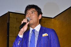 財布を忘れてきたことを告白する、柴田勝家役の高嶋政宏。
