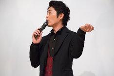 「オカマ役がなかなか抜けない」と語る安田顕。