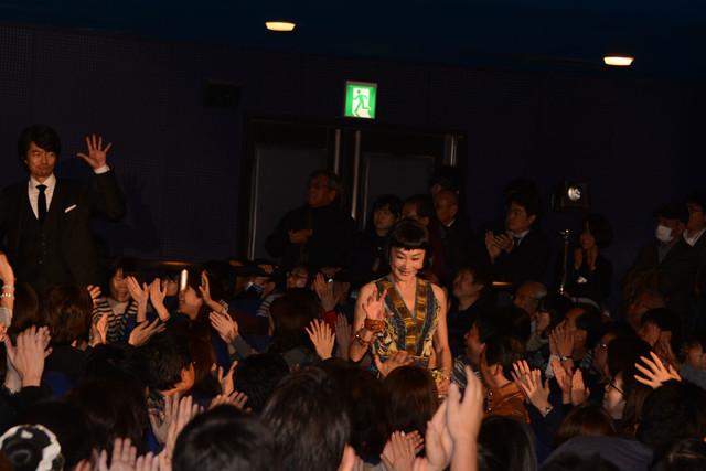 「さらば あぶない刑事」初日舞台挨拶に登場した浅野温子。