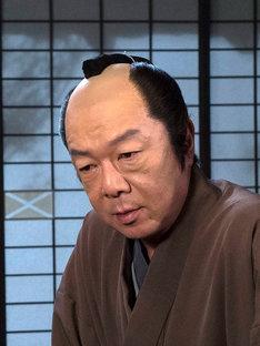 大岡忠相役の古田新太。