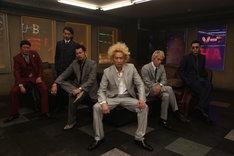 「新宿スワンII」の撮影初日、バースト事務所のロケセットでのキャストたち。
