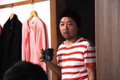 「アイアムアヒーロー」より、松尾役のマキタスポーツ。