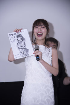 「血まみれスケバンチェーンソー」の台湾での舞台挨拶に登壇した内田理央。