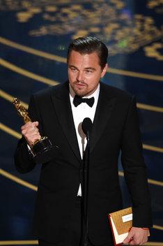 第88回アカデミー賞授賞式にて、主演男優賞を獲得したレオナルド・ディカプリオ。(写真提供:Getty Images)