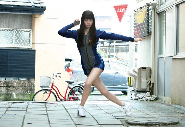 「ヒーローマニア-生活-」より、小松菜奈が演じるカオリ。