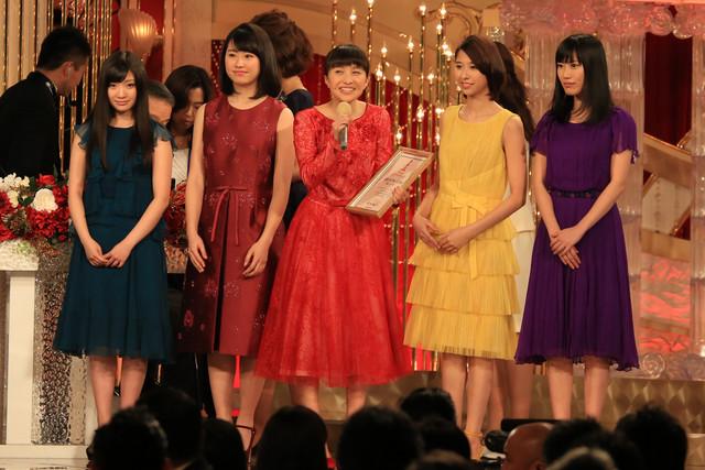 人気画像4位は「ももクロ、野田洋次郎ら『日本アカデミー賞』授賞式に登壇」より、ももいろクローバーZ。