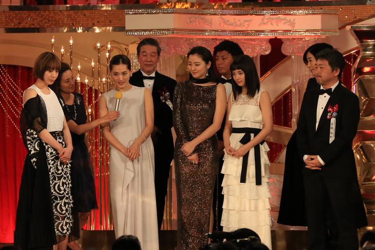 第39回日本アカデミー賞作品賞を受賞した「海街diary」の出演者、スタッフ。
