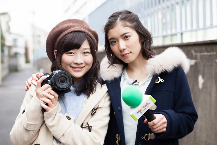 「その『おこだわり』、私にもくれよ!!」より、伊藤沙莉(左)と松岡茉優(右)。