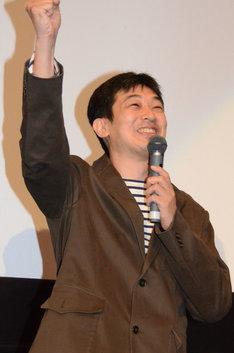 「グロリアス・シュワルツ!」と会場を盛り上げる菱田正和。