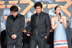 武井咲(右)が「一番宇宙服が似合っていたのは?」という質問を受けた途端、そわそわし始める男性陣。