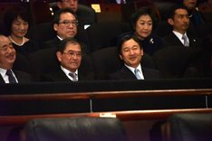 平山秀幸(前列中央左)と皇太子徳仁親王殿下(前列中央右)。