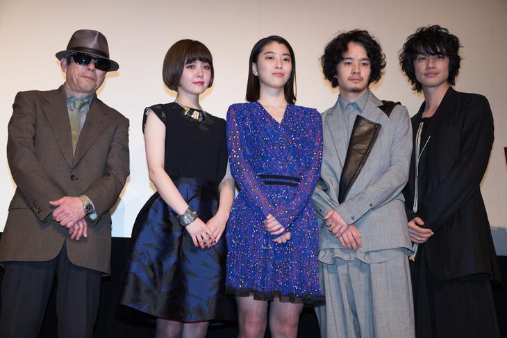 「無伴奏」ホワイトデープレミア試写会舞台挨拶の様子。左から矢崎仁司、遠藤新菜、成海璃子、池松壮亮、斎藤工。