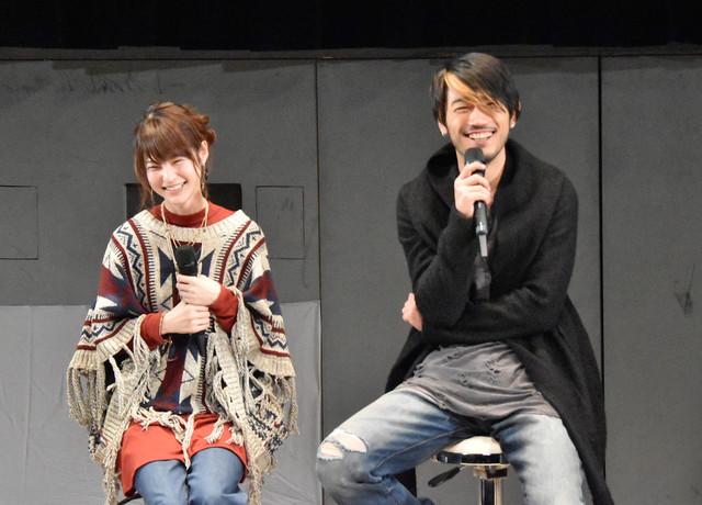 東亜優(左)と谷口賢志(右)。