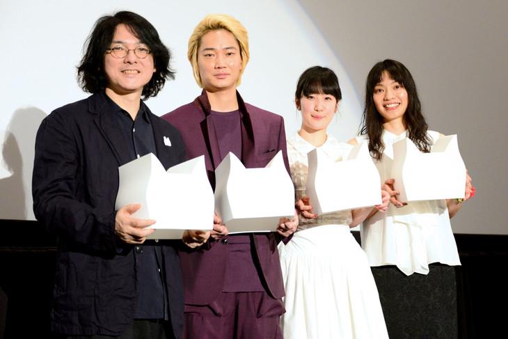 「リップヴァンウィンクルの花嫁」公開初日舞台挨拶にて、左から岩井俊二、綾野剛、黒木華、Cocco。