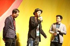 第40回香港国際映画祭「TOO YOUNG TO DIE! 若くして死ぬ」公式上映に登壇した宮藤官九郎(中央)。