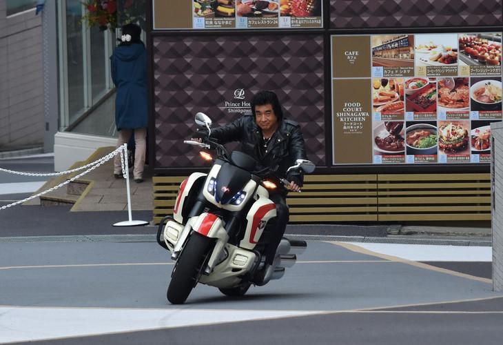ネオサイクロン号に乗って登場した藤岡弘、。