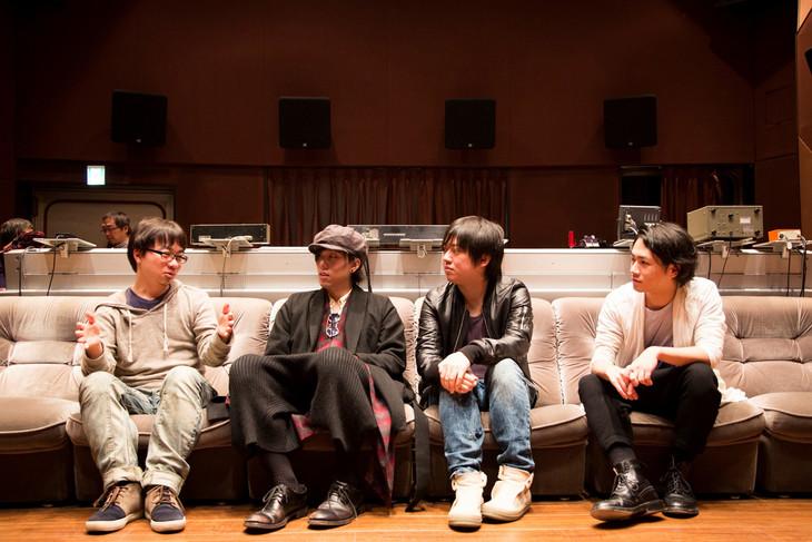 左から新海誠、RADWIMPSの野田洋次郎、桑原彰、武田祐介。