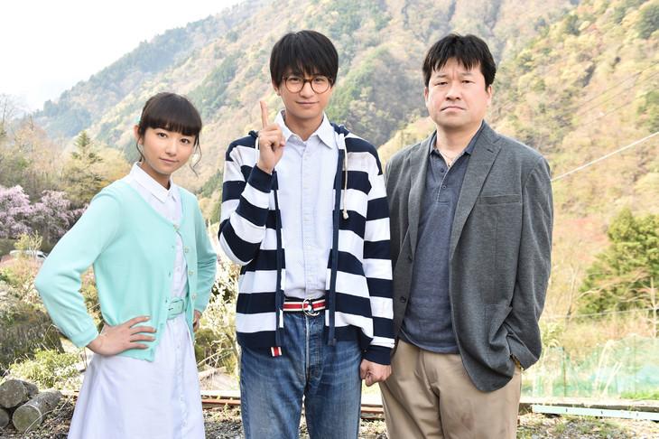 「神の舌を持つ男」の出演者。左から木村文乃、向井理、佐藤二朗。(c)TBS