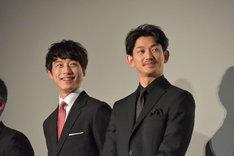 左から坂口健太郎、瑛太。
