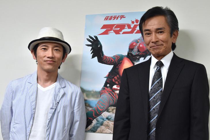 左から松田洋治、岡崎徹。