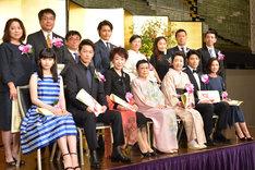 第24回橋田賞の受賞者と、理事の橋田壽賀子(前列中央)。
