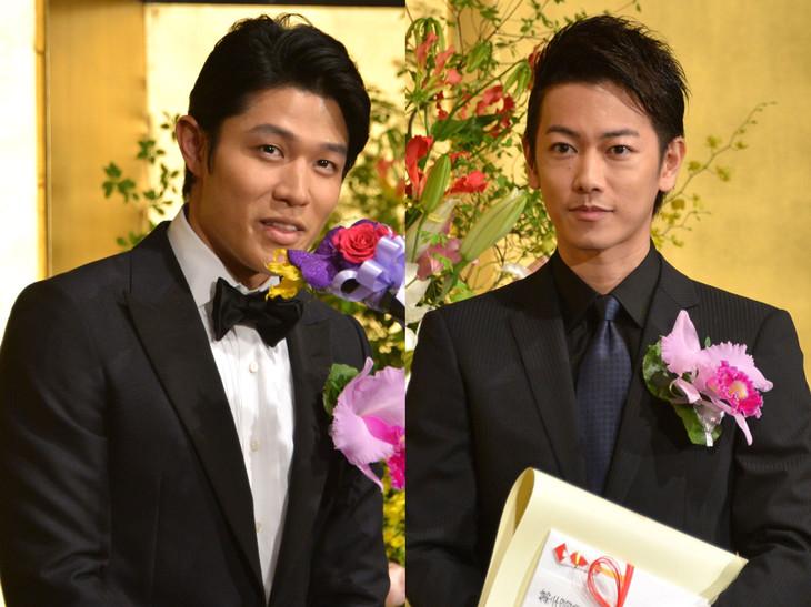 第24回橋田賞授賞式に出席した鈴木亮平(左)と佐藤健(右)。