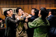 「日本で一番悪い奴ら」 (c)2016「日本で一番悪い奴ら」製作委員会