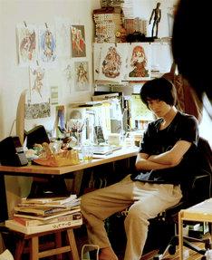 「二重生活」より、菅田将暉扮するゲームデザイナーの卓也。