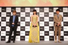 Amazonプライム・ビデオ日本オリジナル作品記者発表会より、左から小室哲哉、池田エライザ、村上範義。