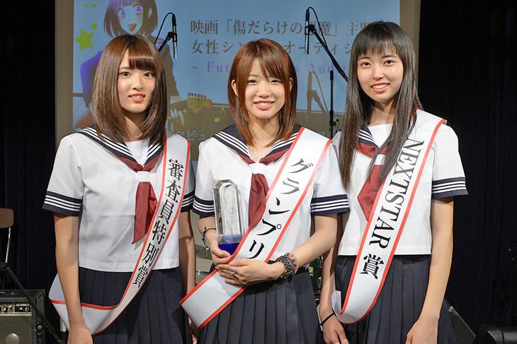 左から荒木結衣さん、菜々さん、藤咲百恵さん。