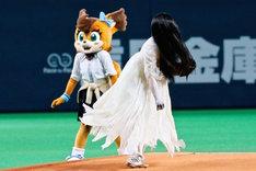 時速96kmの速球を放つ貞子。